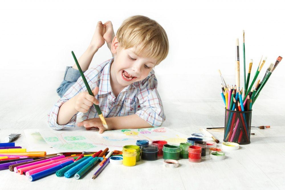 Детский набор юного художника с мольбертом для рисования 176 предметов