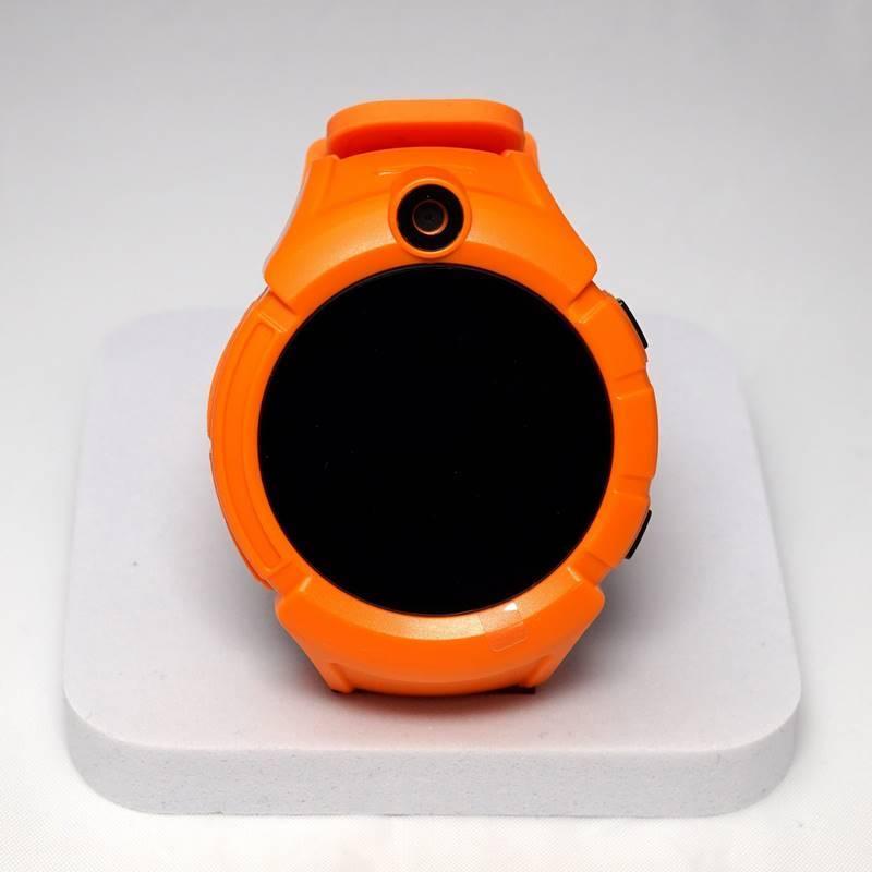 Бесплатная доставка 7 заказы  кроме самой функции часов и gps трекера, ребенок может позвонить на один из двух предварительно сохраненных номеров, а также принять вызов с любого из этих номеров, кроме того вы можете незаметно слушать звуки на расстоянии до 5 метров от ребенка.