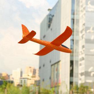 Метательный самолет-планер в полёте